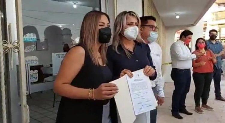 Entregan constancia de mayoría a Fernanda Villarreal y Karina Olivas